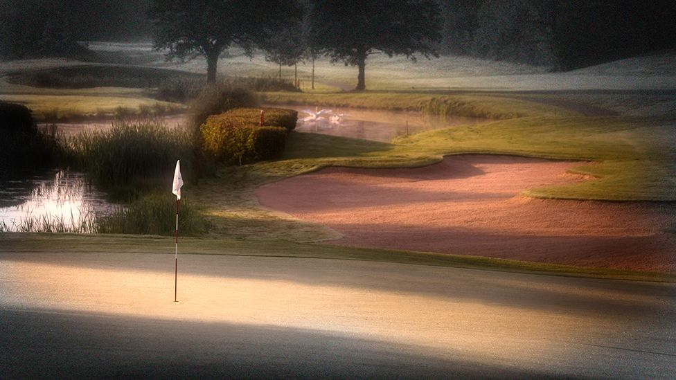 Y wawr ar Gwrs Golff Cenedlaethol Cymru