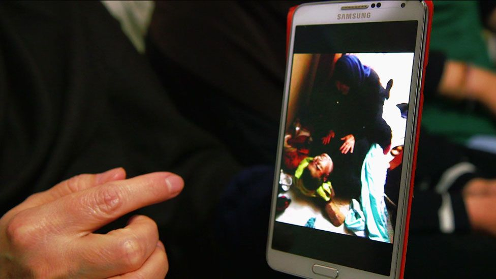 Petima shows picture of Ruslan Israpilov on telephone