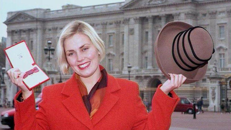 Lisa outside Buckingham Palace