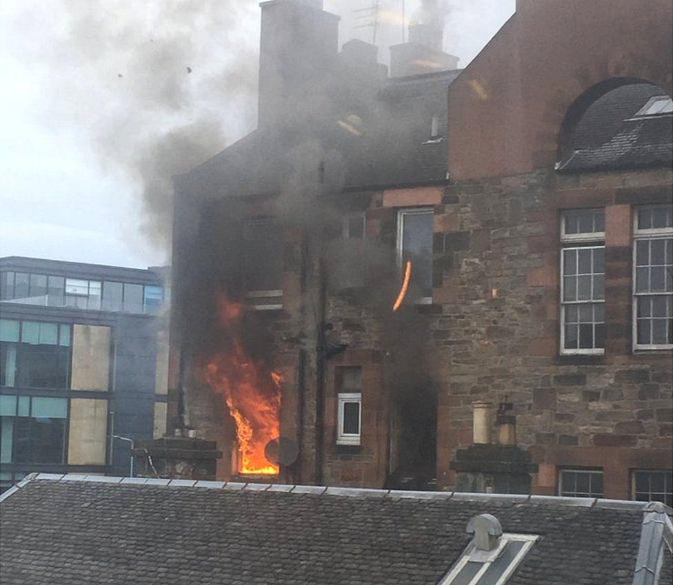 Explosion' and fire at Edinburgh tenement block - BBC News