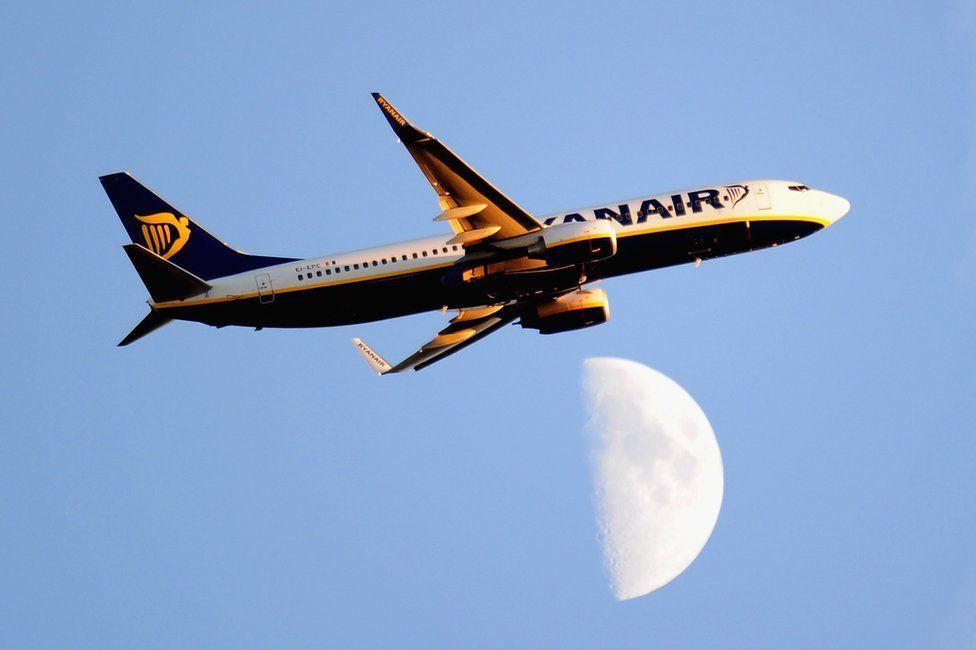 Ryanair 'run like a communist regime', says pilot - BBC News