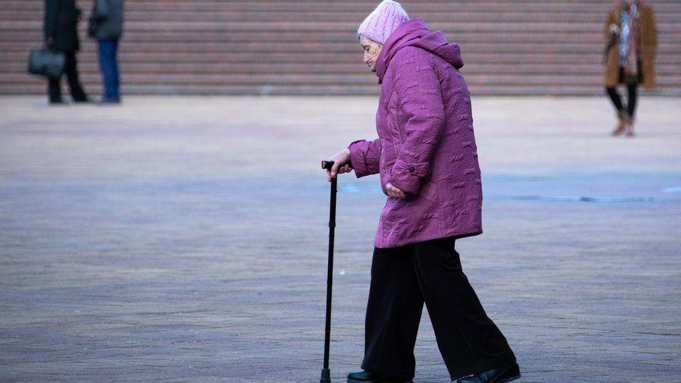 Реальные пенсии в России сократились впервые за три года