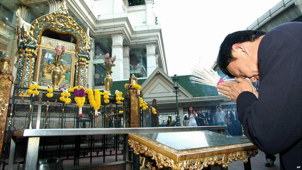 Thaksin Shinawatra offers prayers at the damaged Erawan Shrine in downtown Bangkok, Thailand - 22 March 2006