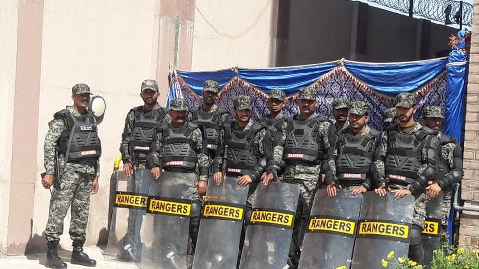 Security forces outside the court in Islamabad 6 July 2018