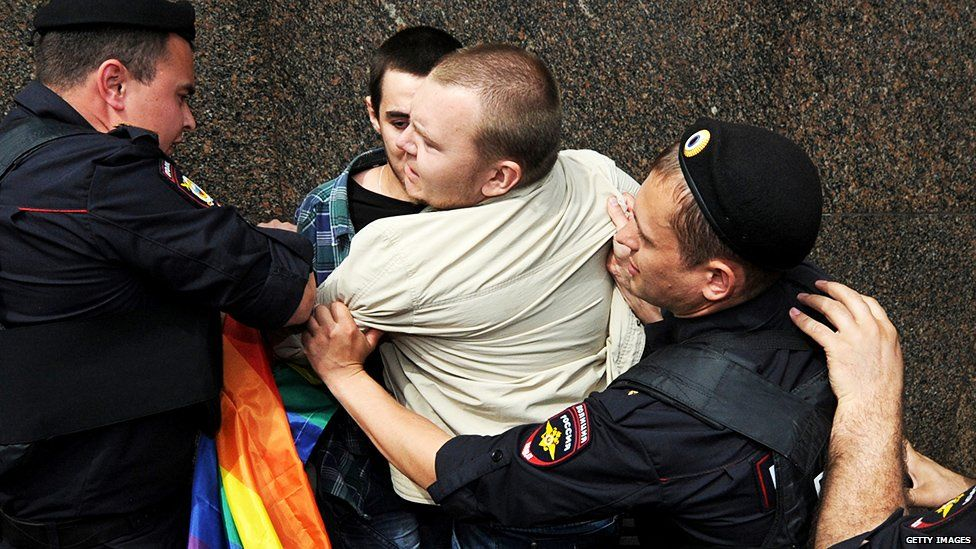 Russia gay rights arrest