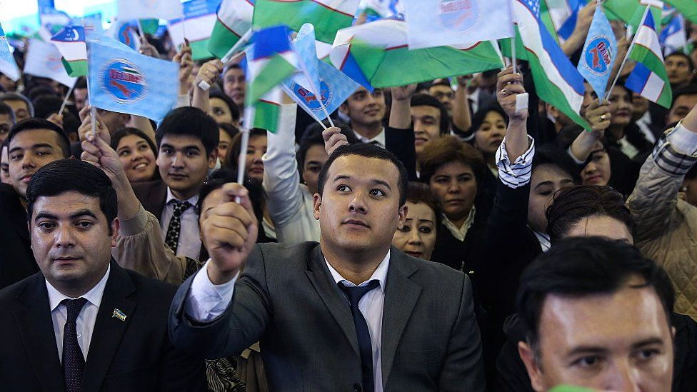 Supporters of Shavkat Mirziyoyev during the 2016 presidential election