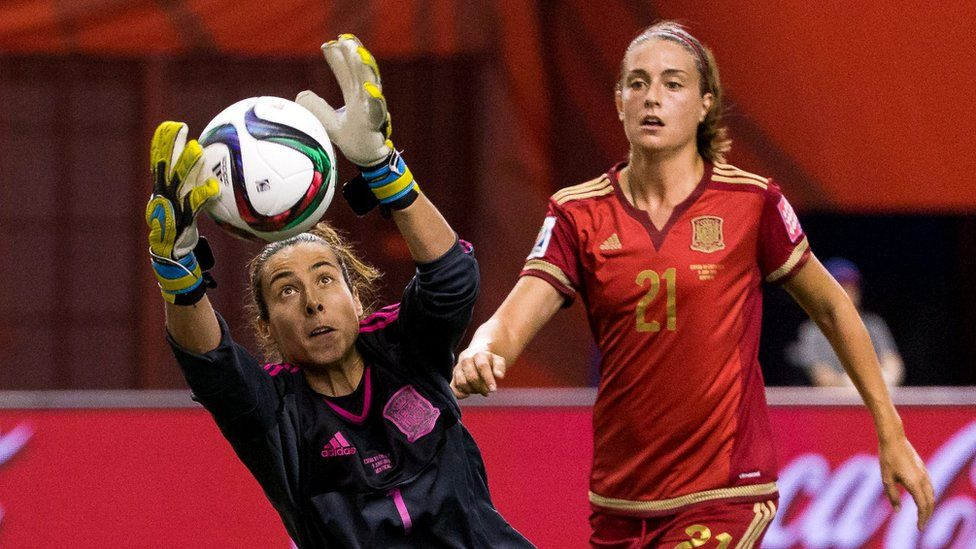"""Spanish goalkeeper Ainhoa Tirapu (L) said it was time to """"fight for our rights"""""""