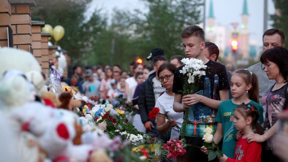 Mourners at the scene of the Kazan school shooting in Russia, 12 May 2021