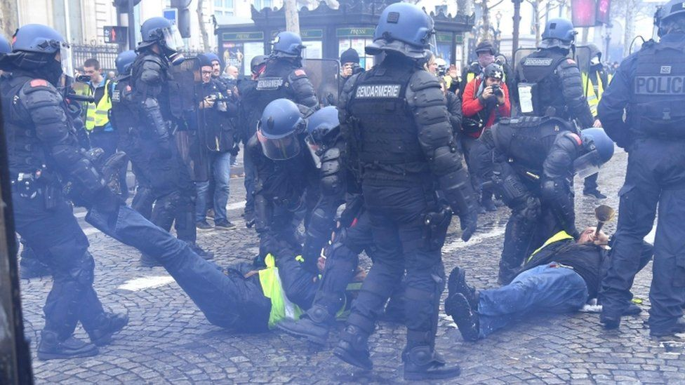 Кремль відверто знущається над європейцями, що повернули російських представників у ПАРЄ, - МЗС України про придушення мирних протестів у Москві - Цензор.НЕТ 1126