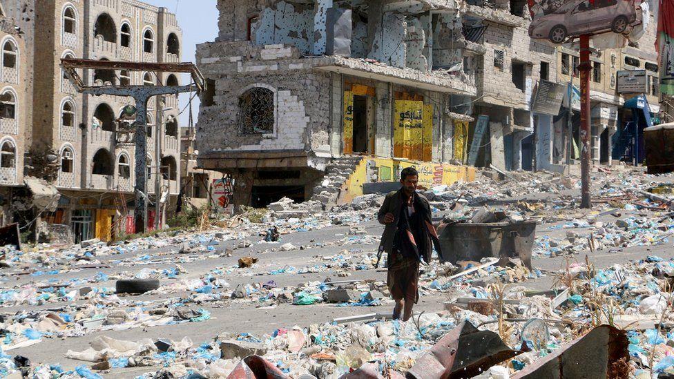 Damaged cars and buildings in Taiz, Yemen