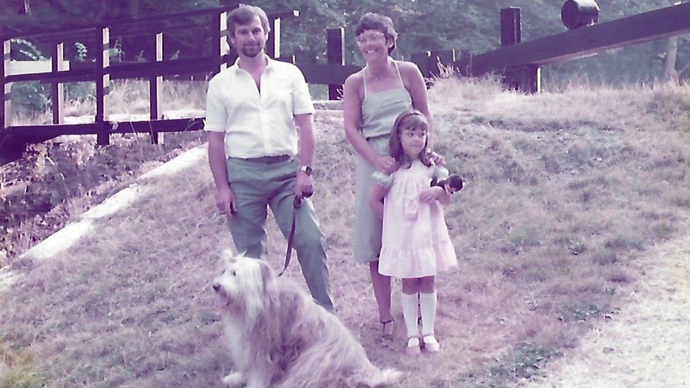 Vikki Howells as a child with her parents