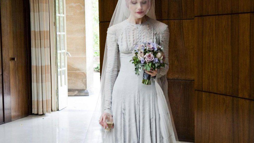 Еволюція весільної сукні - BBC News Україна 1be069125b1f1