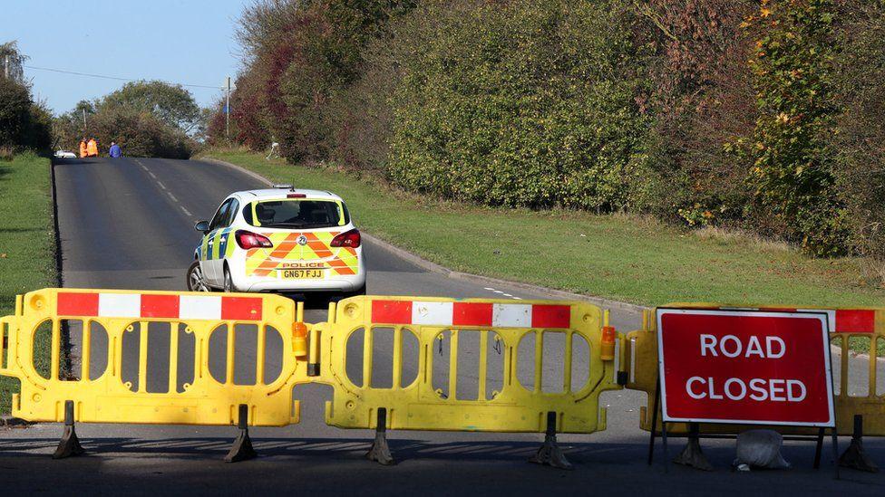 Police close Scratchers Lane