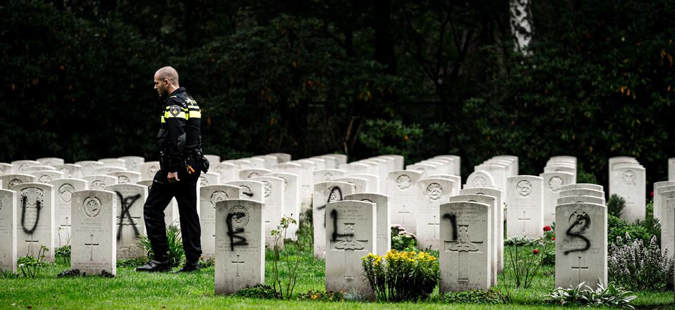 Dutch police and graves, 13 Sep 19