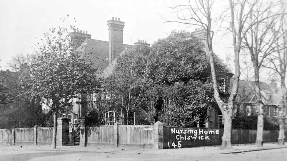 Black and white photo of Devon Nook house in Chiswick