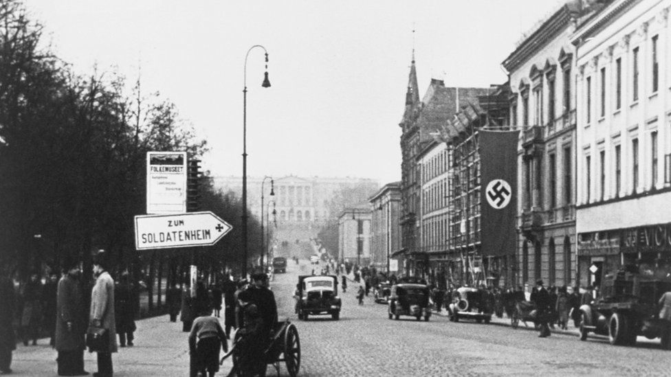 A black-and-white 1940 shot of Oslo street