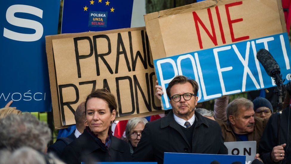Poland stokes fears of leaving EU in 'Polexit' - BBC News