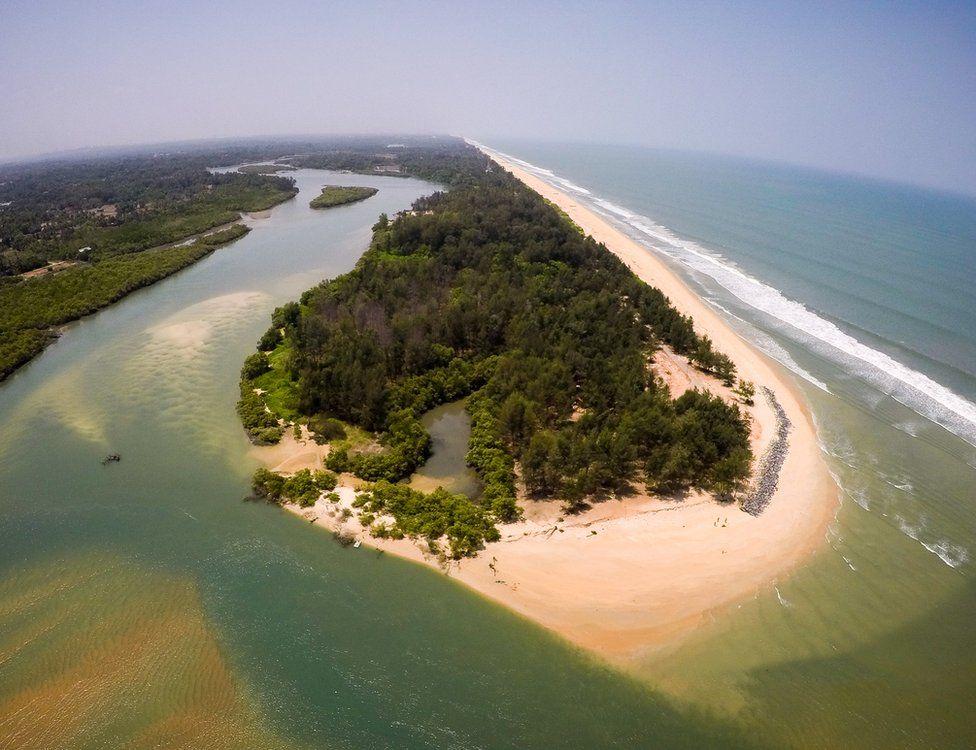 Sasihitlu surfing beach India