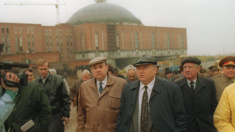 Ресин, Лужков у строящегося музея на Поклонной горе