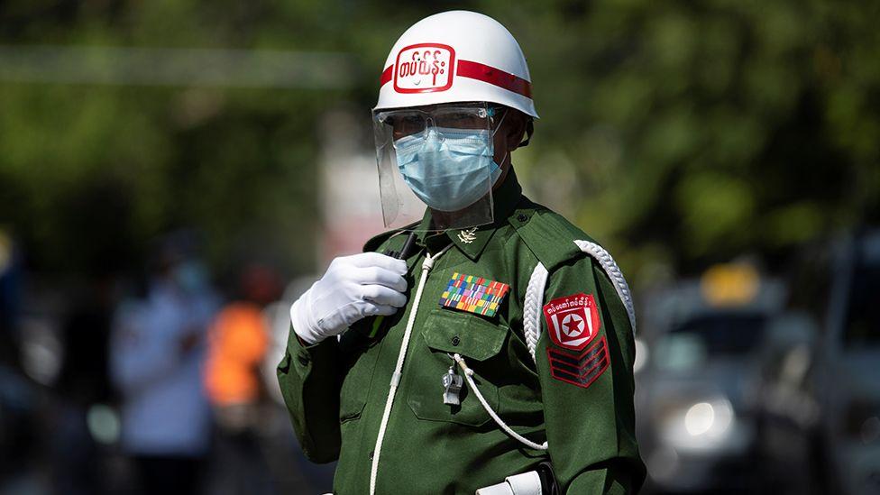 Polisi militer di Yangon, 2 Februari