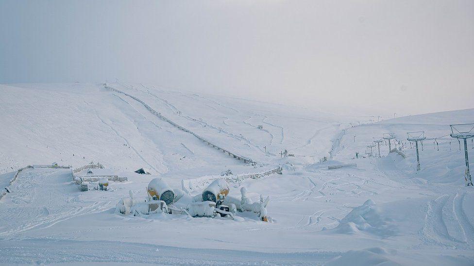 Snow canons