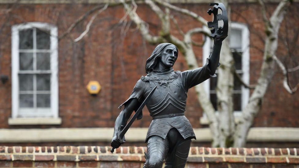 A statue of King Richard III