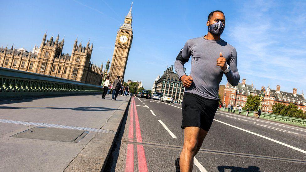 Man runs on Westminster bridge