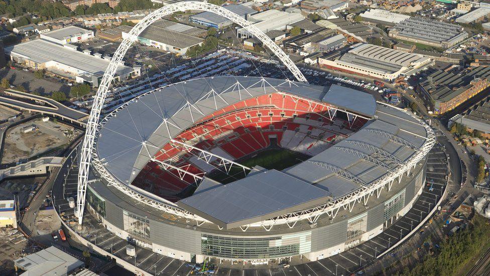 """Лондонский """"Уэмбли"""" станет американским: родина футбола продает свой главный стадион. Чем он знаменит?"""