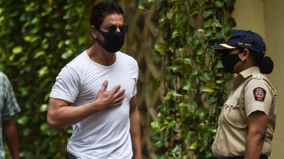 Bollywood actor Shah Rukh Khan (C) arrives to pay his respect at the residence of late Bollywood actor Dilip Kumar, after he died at the age of 98 in Mumbai on July 7, 2021.