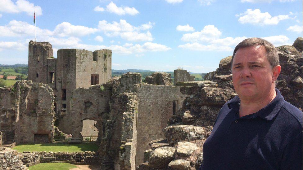 Castell Rhaglan yn Sir Fynwy