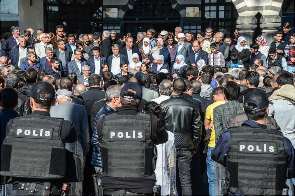 Leaders of the Pro-Kurdish Peoples' Democratic Party (HDP) and protesters gather as Turkish anti-riot police stand guard on 6 November 2016, during a demonstration in Diyarbakir.