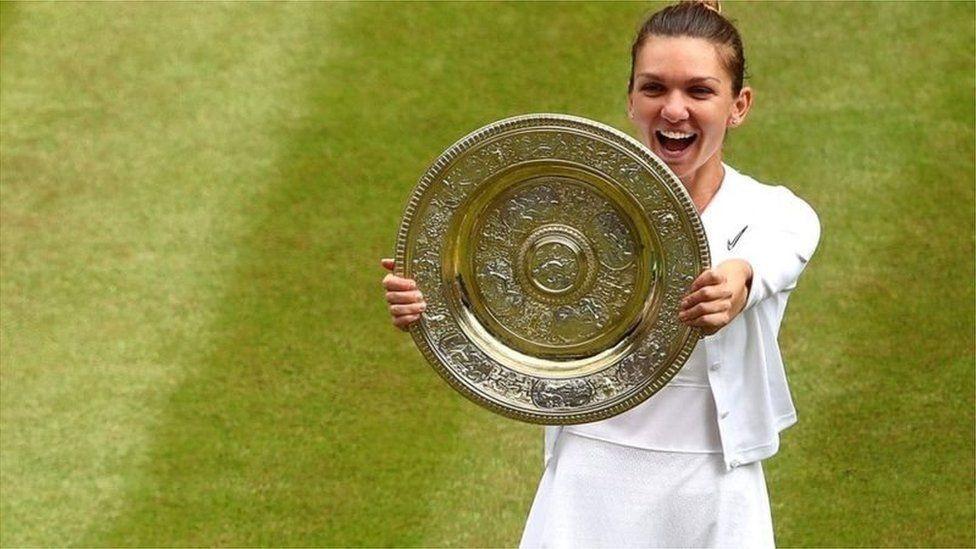 Tennis : Simona Halep bat Serena Williams et remporte le titre à Wimbledon