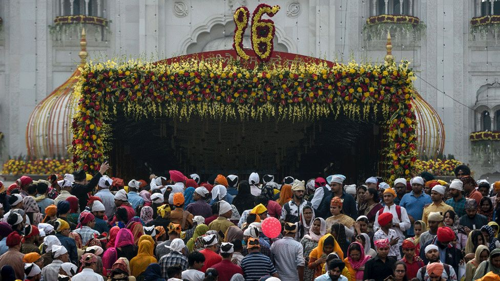 Sikh devotees gather to pay their respects on the occasion of the 550th birth anniversary of Sikhism founder Guru Nanak Dev at Gurudwara Bangla Sahib in New Delhi on November 12, 2019