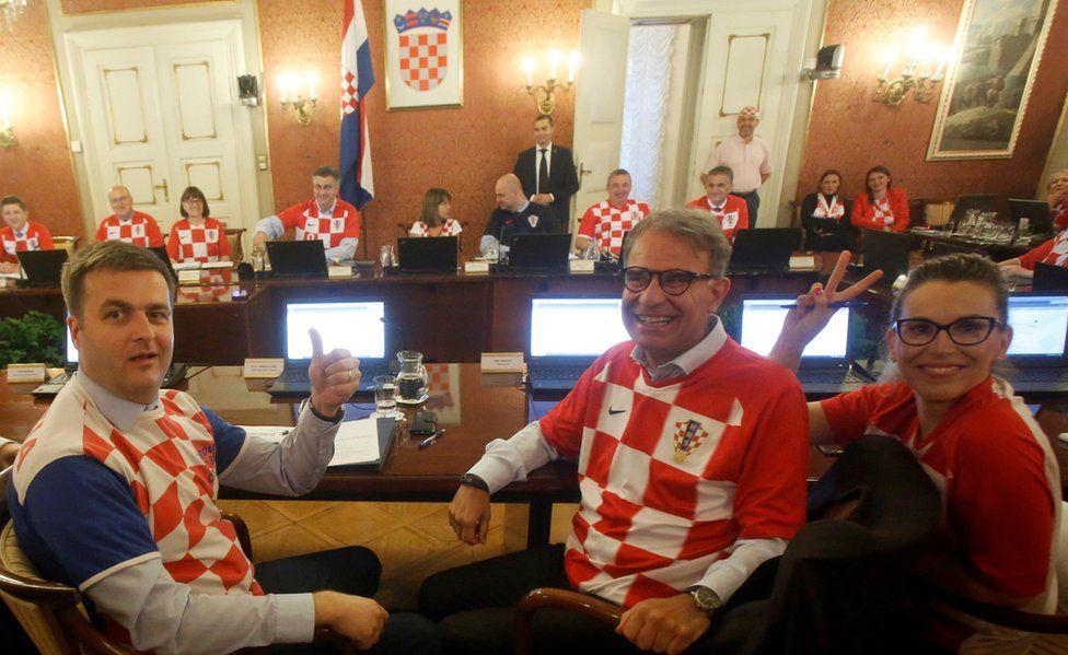 Croatia ministers in team jersey, 12 Jul 18