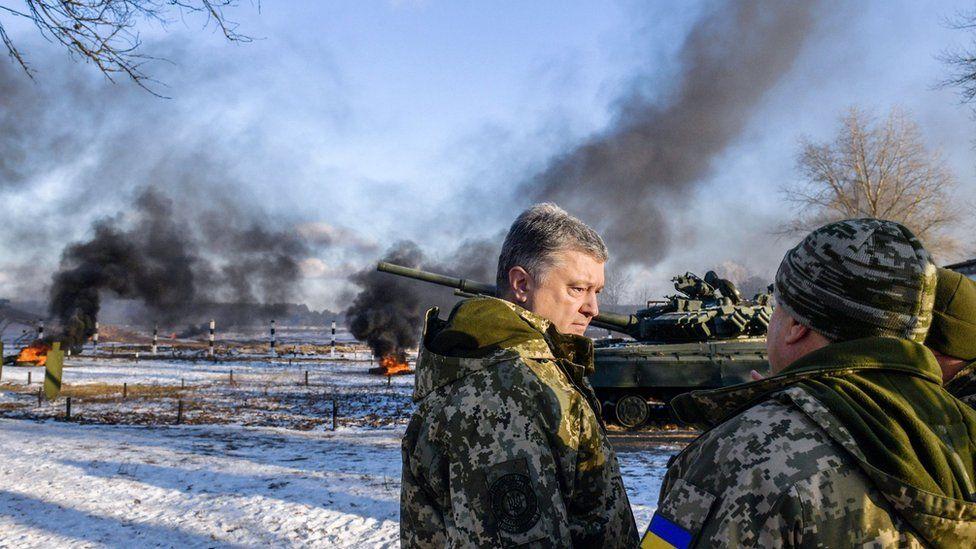 Ukrainian President Petro Poroshenko talks to tank crews during drills in northern Ukraine