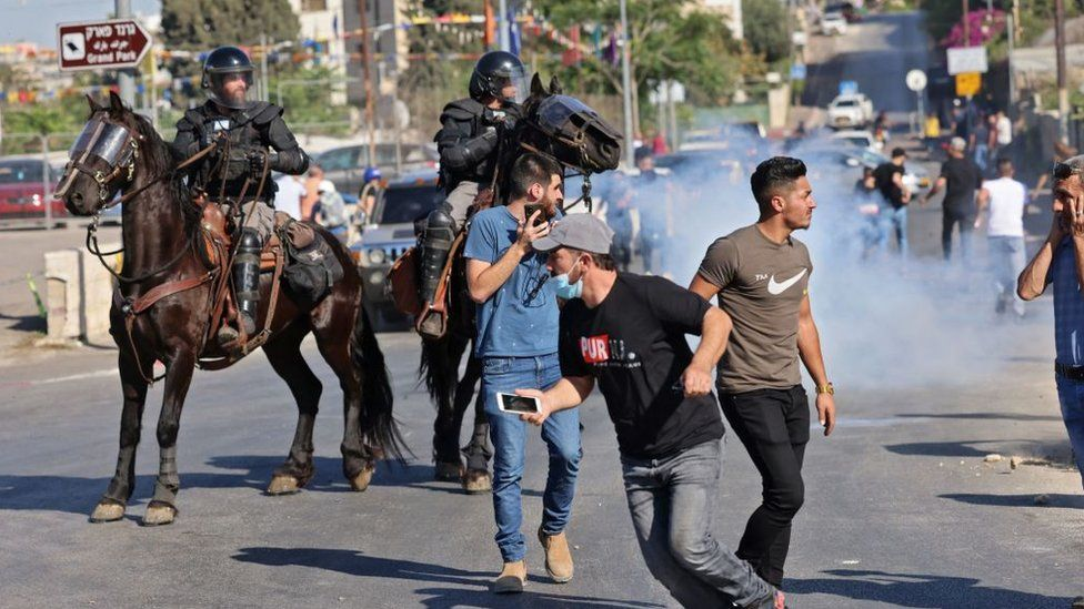 Israeli police and Palestinians clash in Sheikh Jarrah (18/05/21)