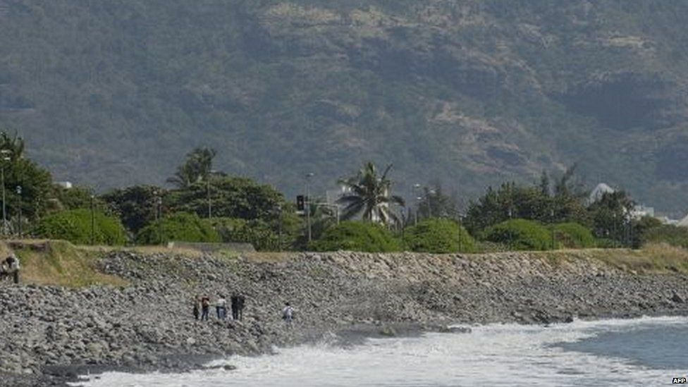 People search Jamaica beach for possible aircraft debris 02/08/2015