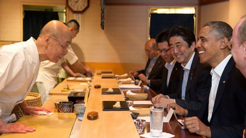 Shinzo Abe and Barack Obama in a sushi restaurant