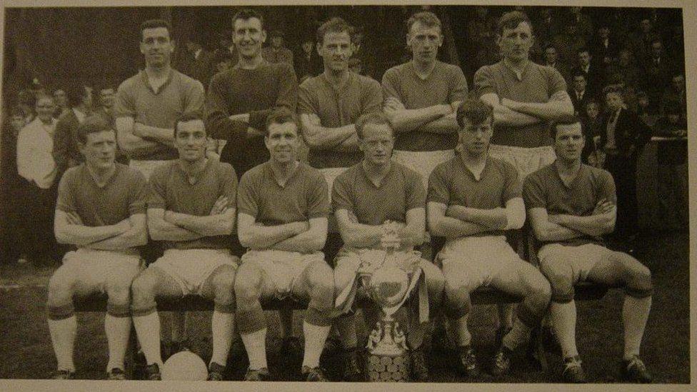 Ennill Cwpan Cymru yn 1961/62 roddodd y cyfle i glwb pêl-droed Bangor chwarae yng Nghwpan Enillwyr Cwpanau Ewrop y tymor canlynol