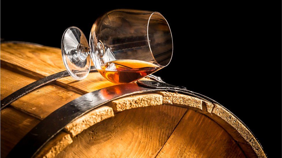 Whisky glass and barrel