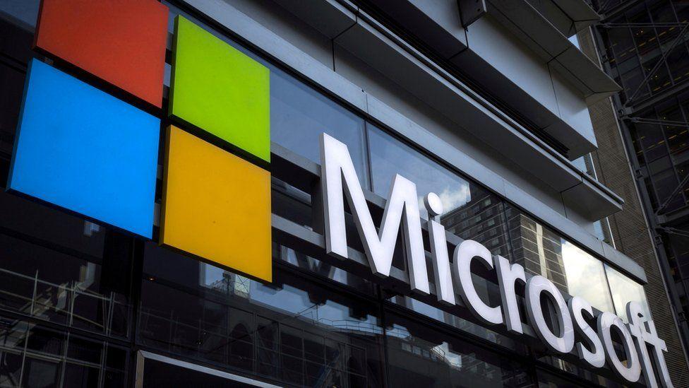 Logo Microsoft di bagian depan toko