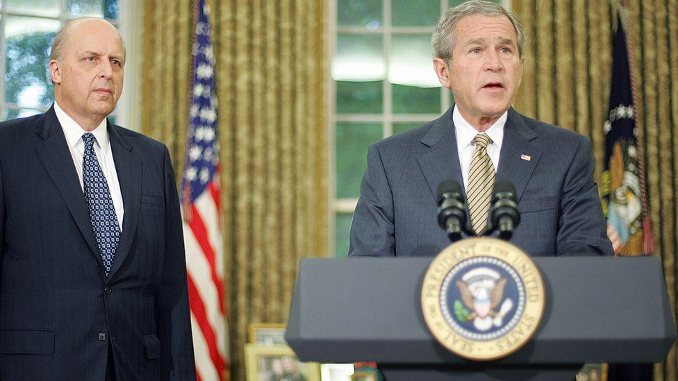 John Negroponte (l) and George W Bush (r)
