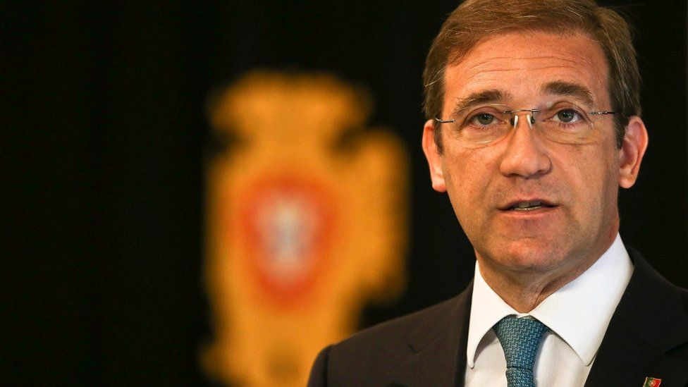 Pedro Passos Coelho speaks during a press conference following his meeting with Portuguese President Anibal Cavaco Silva (not pictured), in Lisbon, Portugal (19 October 2015)