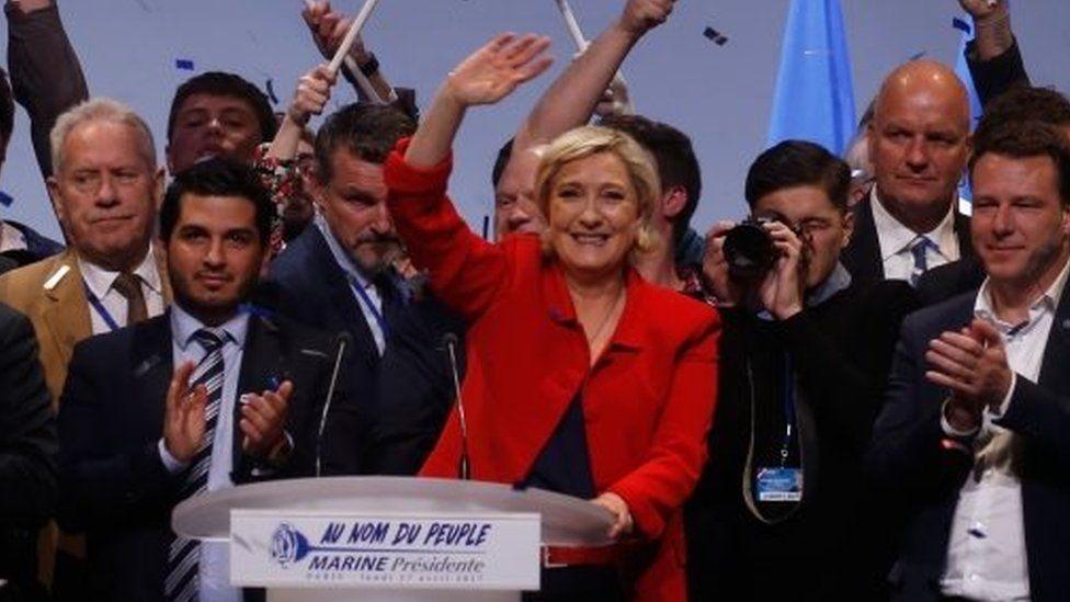 Marine Le Pen (centre) campaigns in Paris. Photo: 17 April 2017