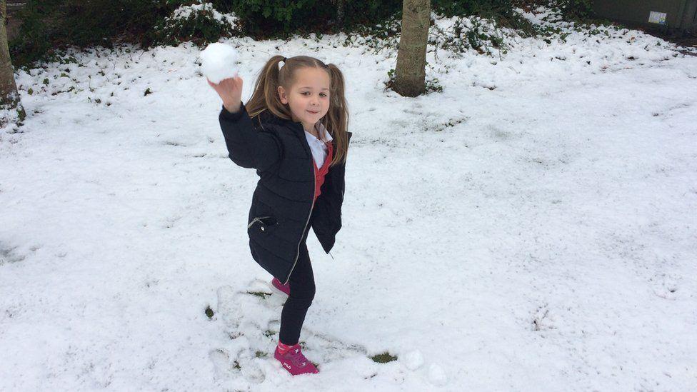 Poppy throwing snowball