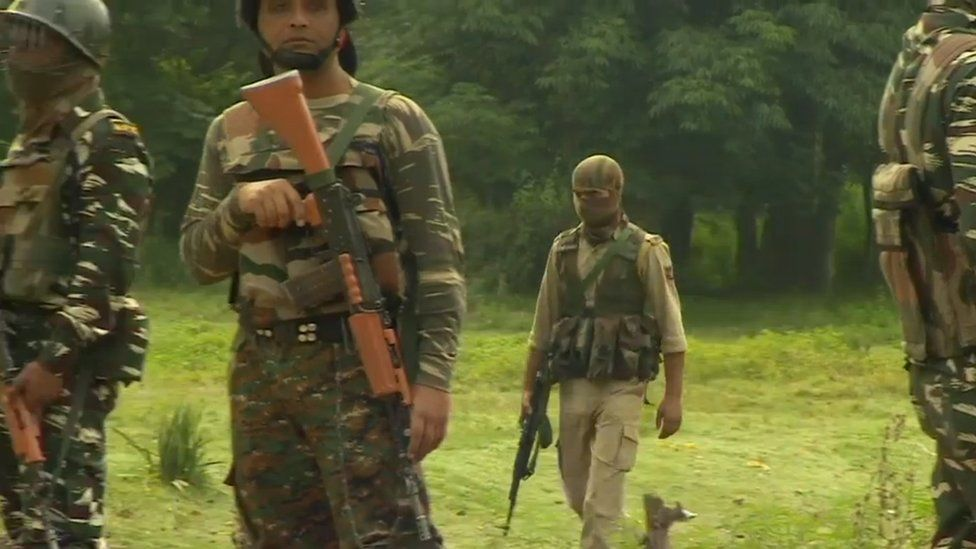 Indian troops surrounding the village of Tral (08 July 2017)