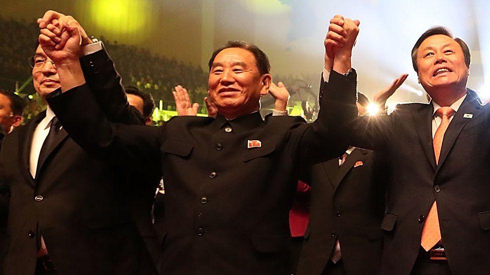 Kim Yong-chol celebrates the performance of a South Korean art troupe in Pyongyang