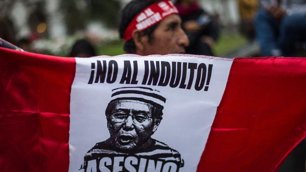 """¿""""Indulto humanitario"""" o """"pacto por la impunidad""""? Por qué causa tanta polémica en Perú el perdón a Alberto Fujimori"""