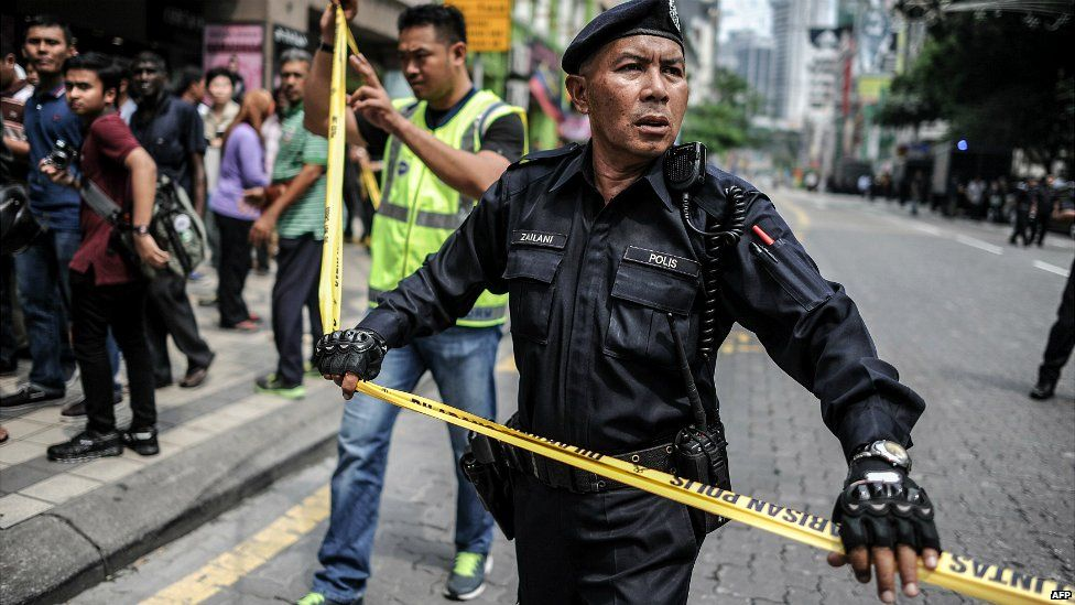 Malaysian police cordon off an area during a protest against Prime Minister Razak in Kuala Lumpur - 1 August 2015