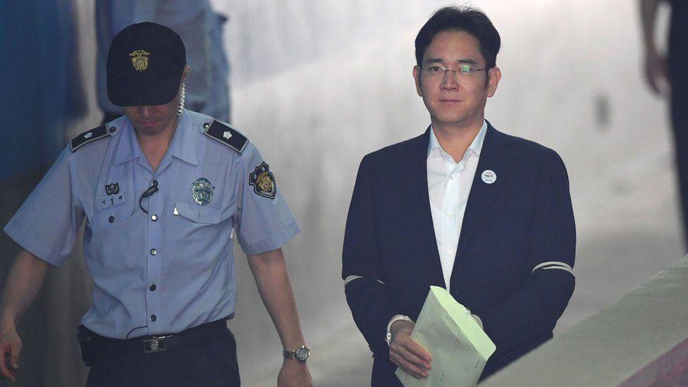Lee Jae-yong arrives at court
